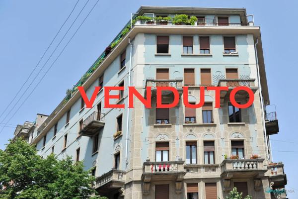 Bilocale Milano Via Cesare Tallone 1