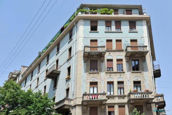 Bilocale Milano Via Cesare Tallone 2