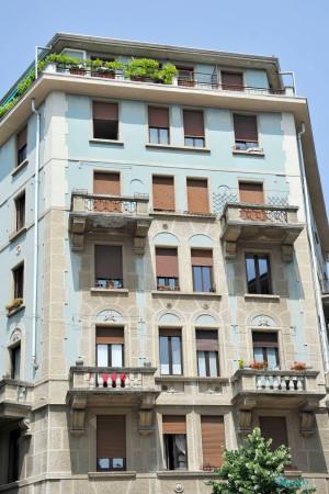 Bilocale Milano Via Cesare Tallone 3