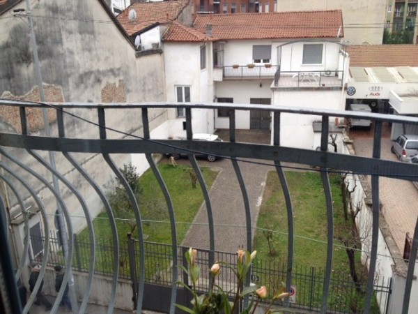 Bilocale Milano Via Conte Rosso 9