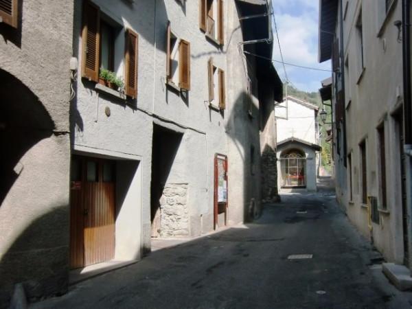 Appartamento in vendita a Canzo, 5 locali, prezzo € 159.000 | Cambio Casa.it