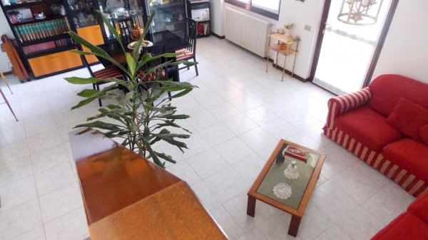 Villa in vendita a Bernareggio, 4 locali, prezzo € 255.000 | Cambio Casa.it