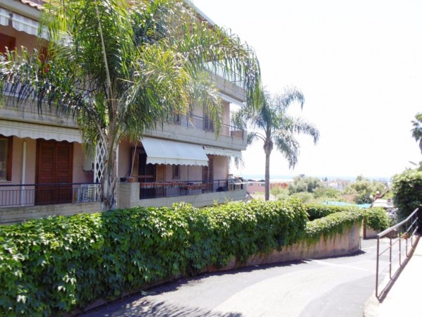 Appartamento in Affitto a Acireale Centro: 2 locali, 45 mq