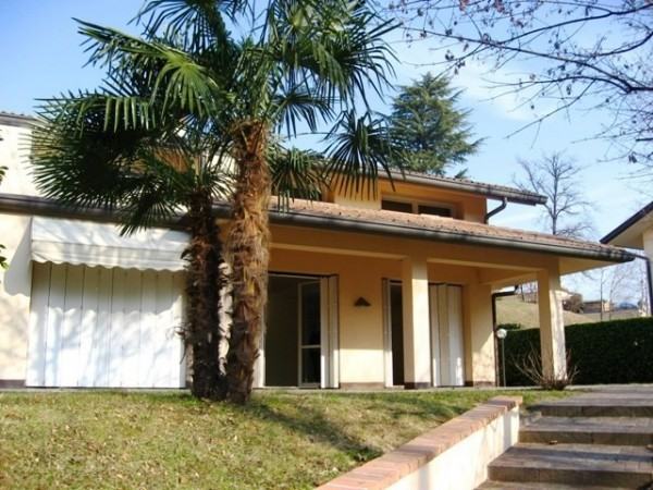 Villa in affitto a Varese, 6 locali, prezzo € 3.400 | CambioCasa.it