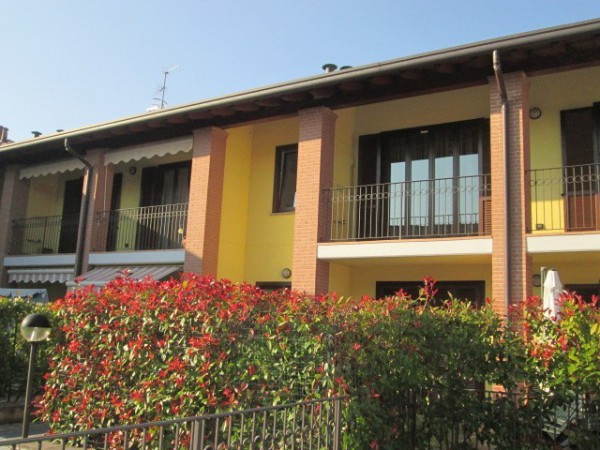 Appartamento in vendita a Uggiate-Trevano, 3 locali, prezzo € 159.000 | Cambio Casa.it