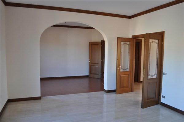 Appartamento in vendita a Caronno Varesino, 4 locali, prezzo € 153.000 | Cambio Casa.it