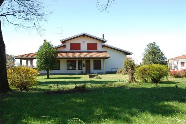 Villa in vendita a Cameri, 5 locali, Trattative riservate | Cambio Casa.it