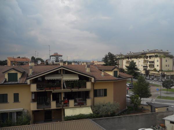 Bilocale Pessano con Bornago Via Montello 10