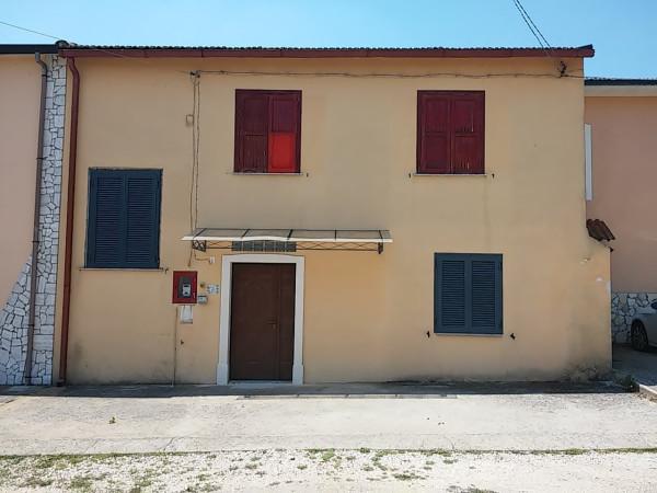 Soluzione Indipendente in vendita a Riardo, 5 locali, prezzo € 85.000 | Cambio Casa.it