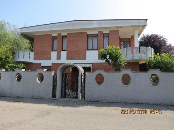 Villa in vendita a Parabiago, 6 locali, prezzo € 450.000 | Cambio Casa.it