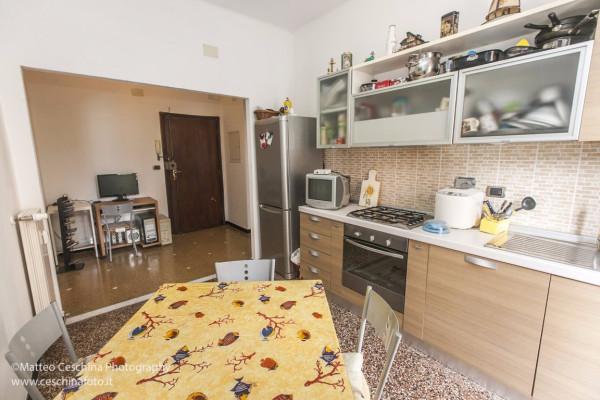 Bilocale Genova Via Posalunga 5