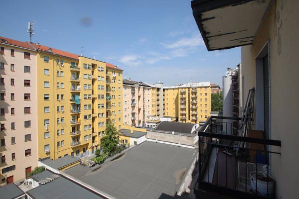Bilocale Milano Via Dei Tulipani 12