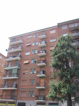 Bilocale Milano Via Dei Tulipani 13