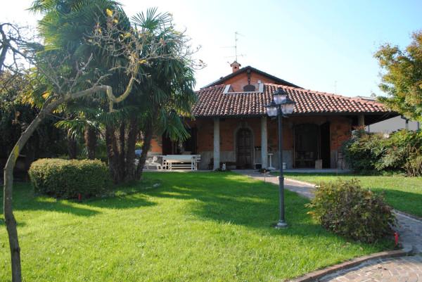 Villa in vendita a Besana in Brianza, 6 locali, prezzo € 890.000 | Cambio Casa.it