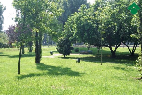 Bilocale Milano Via Bari 2