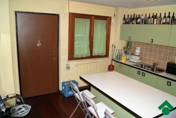 Bilocale Milano Via Bari 5