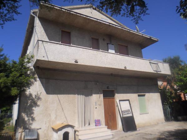 Villa in vendita a Pescara, 9999 locali, Trattative riservate | Cambio Casa.it