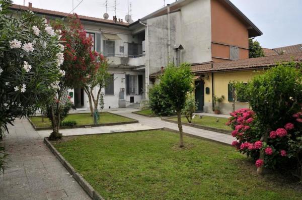 Bilocale Cesano Boscone Via Dante Alighieri 7