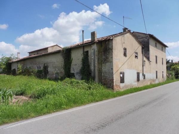 Rustico / Casale in vendita a Rossano Veneto, 6 locali, Trattative riservate | Cambio Casa.it