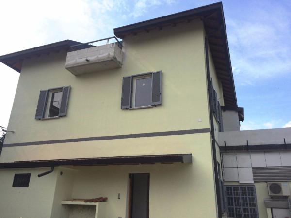 Appartamento in vendita a Alzate Brianza, 3 locali, prezzo € 160.000 | Cambio Casa.it