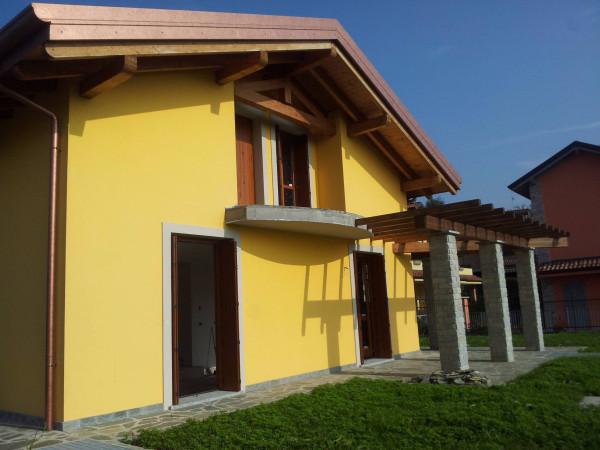 Villa in vendita a Vedano al Lambro, 4 locali, prezzo € 420.000 | Cambio Casa.it