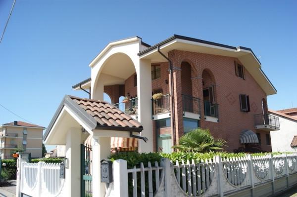 Villa in vendita a Leini, 6 locali, prezzo € 325.000 | Cambio Casa.it