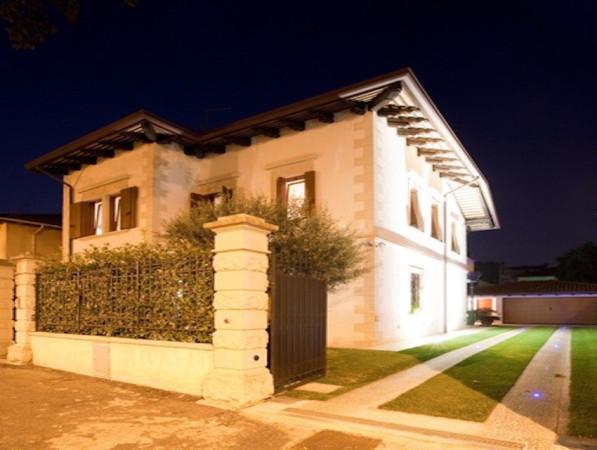 Villa in vendita a Udine, 5 locali, Trattative riservate | CambioCasa.it