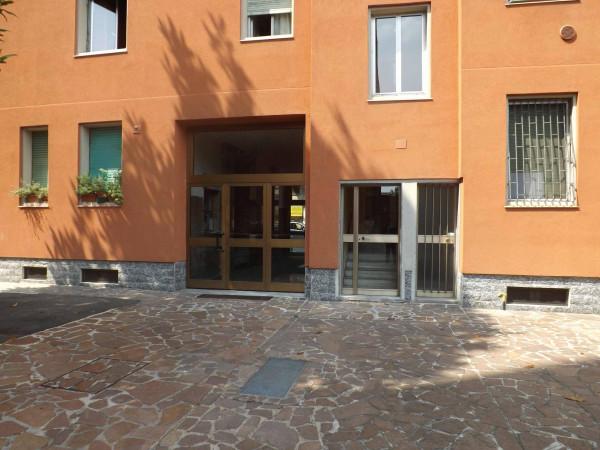 Bilocale Milano Viale Edoardo Jenner 3