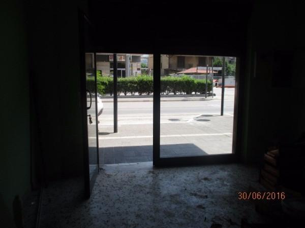 Negozio / Locale in affitto a Baronissi, 1 locali, prezzo € 570 | Cambio Casa.it