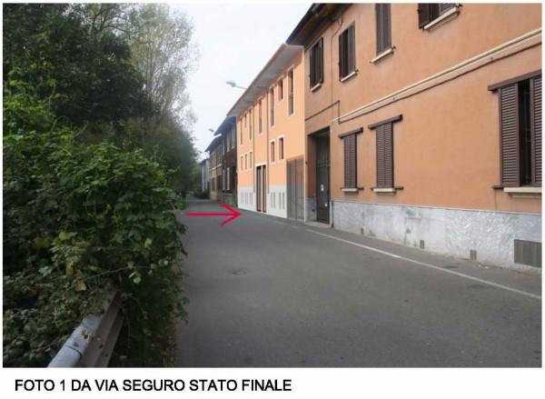Bilocale Milano Via Seguro 9