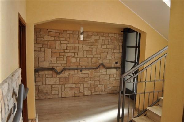 Appartamento in vendita a Caronno Varesino, 3 locali, prezzo € 113.000 | Cambio Casa.it
