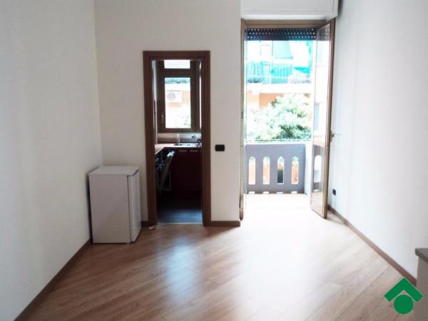 Bilocale Milano Via Casella, 33 10