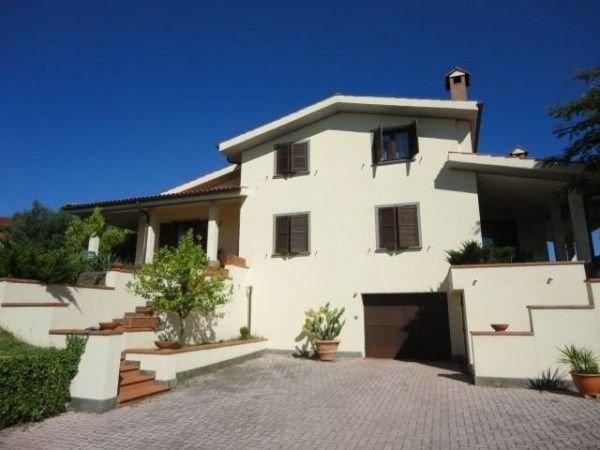 Villa in vendita a Sacrofano, 6 locali, prezzo € 690.000 | Cambio Casa.it
