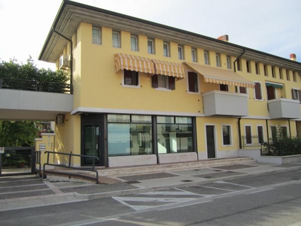 Negozio / Locale in affitto a Verona, 2 locali, zona Zona: 10 . Borgo Roma - Ca' di David - Palazzina - Zai, prezzo € 900 | Cambio Casa.it