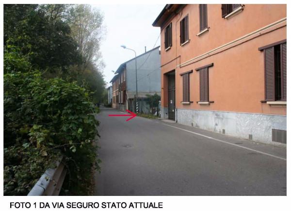 Bilocale Milano Via Seguro 5