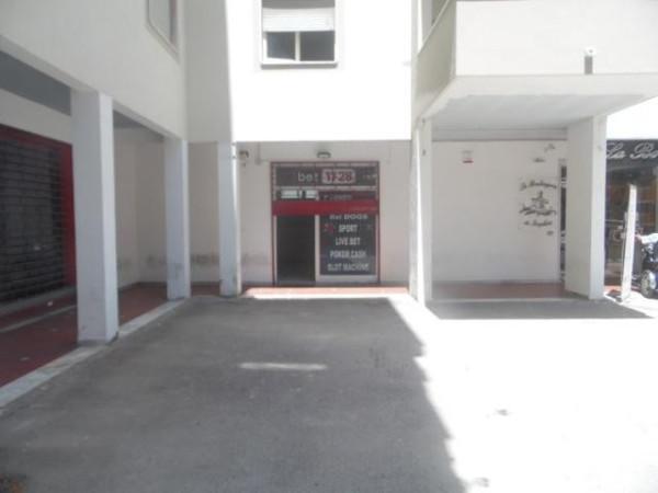 Negozio / Locale in affitto a Aversa, 1 locali, prezzo € 700 | Cambio Casa.it
