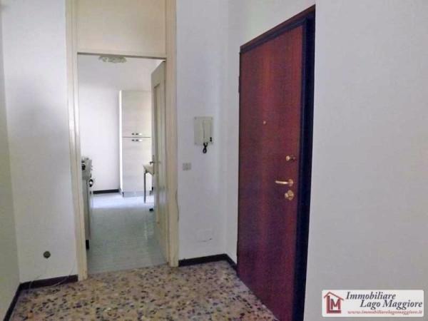Appartamento in vendita a Angera, 3 locali, prezzo € 118.000 | Cambio Casa.it