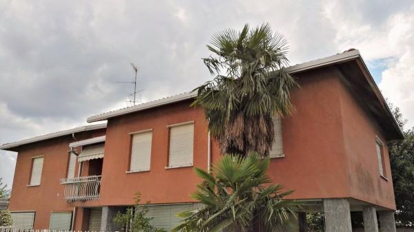 Villa in vendita a Samarate, 5 locali, prezzo € 290.000 | Cambio Casa.it