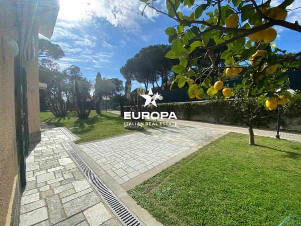 Villa in Vendita a San Remo: 4 locali, 240 mq
