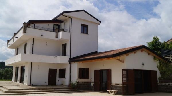 Villa in vendita a Caiazzo, 6 locali, prezzo € 690.000 | Cambio Casa.it