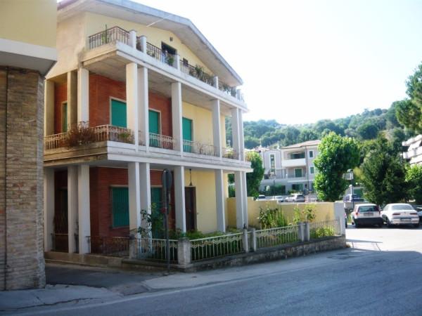 Palazzo / Stabile in Vendita a Cupra Marittima