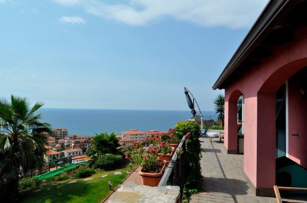 Villa in Vendita a Riva Ligure Centro: 5 locali, 300 mq