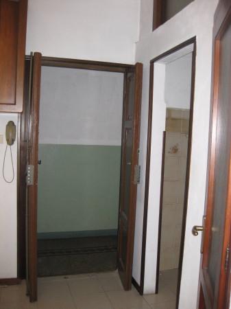 Bilocale Milano Via Giambellino 10
