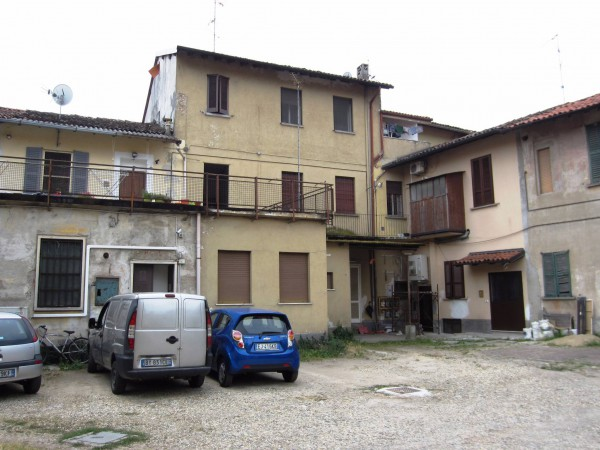 Bilocale Motta Visconti Via Gigi Borgomaneri 10