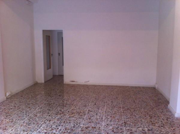 Negozio / Locale in affitto a Carpi, 2 locali, prezzo € 400 | Cambio Casa.it