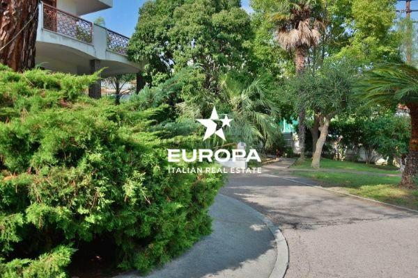 Villa in Vendita a San Remo Semicentro: 5 locali, 485 mq