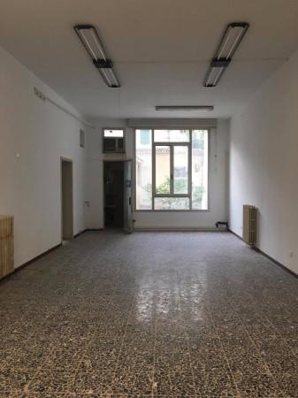 Negozio / Locale in vendita a Mirandola, 4 locali, prezzo € 245.000 | Cambio Casa.it