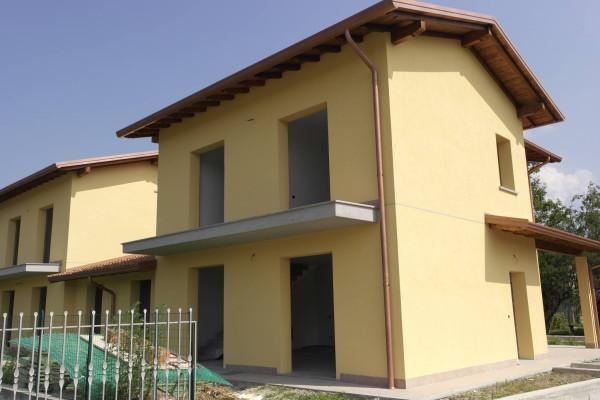 Villa in vendita a Cocquio-Trevisago, 3 locali, prezzo € 285.000 | Cambio Casa.it