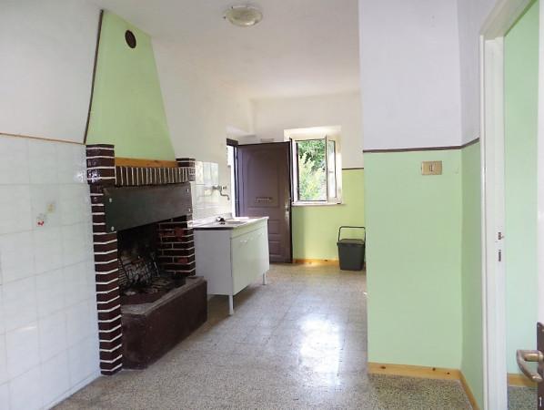 Appartamento in vendita a Caprarola, 3 locali, prezzo € 35.000 | Cambio Casa.it