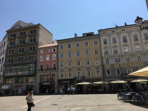 Bilocale Trieste Via Beccherie 1